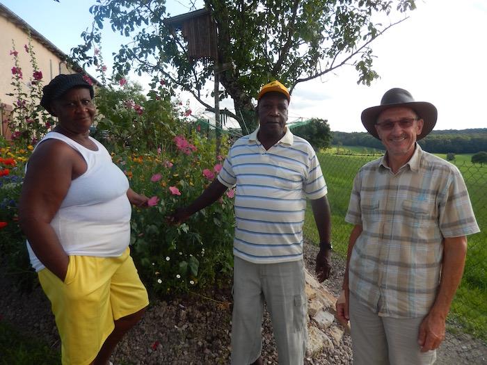 Yvonne, Joseph et Edouard dans notre jardin