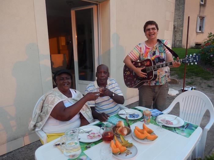 Repas en musique sur notre terrasse