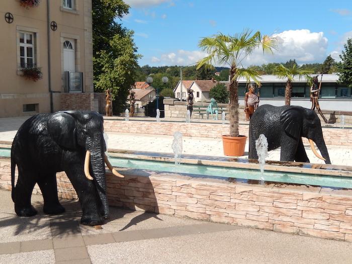 Exposition de statues africaines