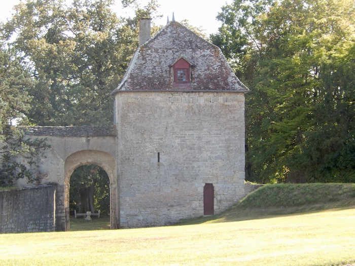 Un des accès au château