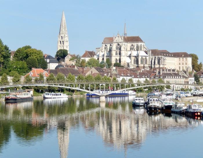 Auxerre et son port de plaisance