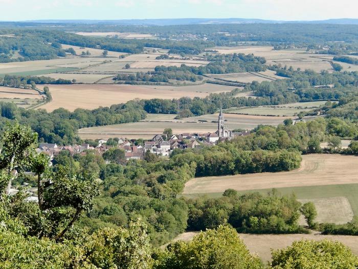 Village entre prés et forêts